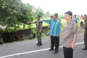 Walikota dan unsur Forkompinda saat meninjau lokasi bencana di Manembo-nembo