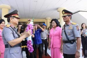 Kapolda Sulawesi Utara Brigjen Wilmar Marpaung dan mantan Kapolda Sulawesi Utara Brigjen Jimmy Sinaga