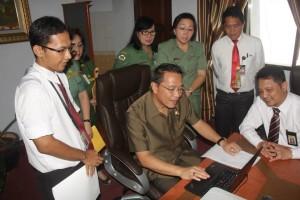 Walikota Tomohon, Jimmy F Eman SE Ak , Kepala KPPT Pratama Manado, Hidayat Siregar