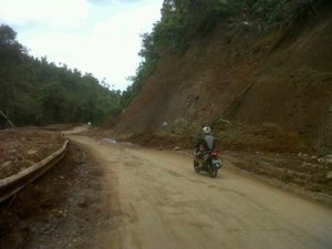 Jalan gunung potong, mitra, minahasa tenggara,