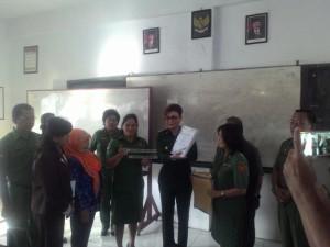 Bupati Minahasa Selatan, Tetty Paruntu, SMA Negeri 1 Amurang, ujian nasional
