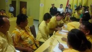 Suasana pendaftaran Jimmy F Eman SE Ak di DPD I Partai Golkar Sulut
