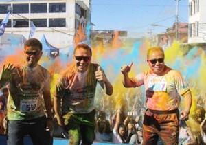 Walikota, Kapolres dan Sekretaris Kota mandi warna di Colour Fun