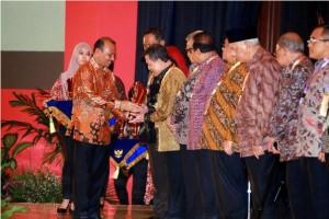 Gubernur Sulawesi Utara , Sulawesi Utara , DR. Sinyo Harry Sarundajang, Anugerah Pangripta Nusantara
