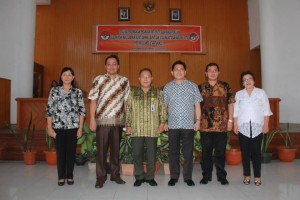 Pimpinan Bawaslu Sulut, Sekkot Tomohon, Dr Ferry D Liando serta Panwaslu Kota Tomohon