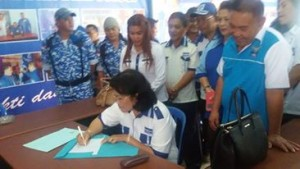 Linneke Syennie Watoelangkow (LSW) mendaftar di Koalisi Demokrat-Gerindra Tomohon