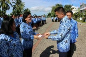 Wakil Bupati ,Minahasa Tenggara,Ronal Kandoli, Satyalencana Karya Satya , PNS