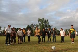 Pembukaan kejuaraan sepak bola di Tinoor