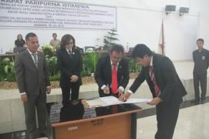 Paripurna Istimewa Penyampaian Rekomendasi LKPJ-AMJKepala Daerah 2010-2015 DPRD Minsel1
