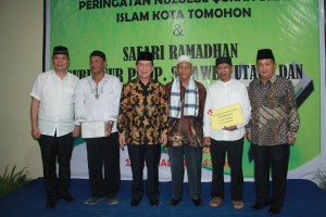 Walikota Tomohon bersama Gubernur dan Wakil Gubernur saat Buka Puasa Bersama di Kampung Jawa Tomohon