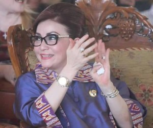 Bupati Minsel, Satyalancana Wira Karya, Presiden Jokowi, Hari Keluarga Nasional , Christiany Eugenia Paruntu,