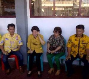 Diantar Ketua DPD Golkar Minsel, La-Ris Daftar di KPU