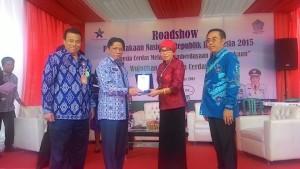 Gerakan Nasional Membaca, Sulawesi Utara,  Ir. Siswa Rahmat Mokodongan, Dra. Sri Sularsih MSi,