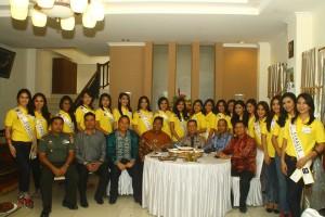 Walikota Tomohon, Gubernur dan Forkopimda Sulut serta Finalis Ratu Bunga 2015 di kediaman Walikota Tomohon