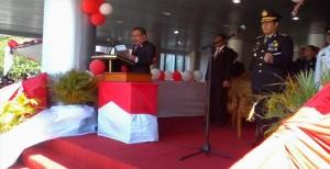 Wakil Ketua DPRD Rommy Pondaag saat membacakan teks Proklamasi pada upacara detik-detik proklamasi RI ke 70 di lapangan kantor Bupati Minsel