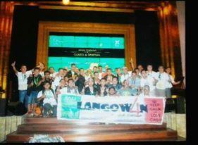 Paduan suara (PS) Langowan 4 Male choir (L4MC) saat menerima Award Winner of Category Gospel and Spiritual