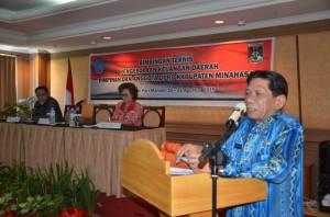 Sekda Provinsi Sulut Ir. S.R. Mokodongan, ketika membuka bimtek pengelolaan keuangan DPRD Minahasa