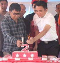Bupati James Sumendap dan wakil bupati Ronald Kandoli kompak memasang lilin 2 tahun kepemimpinan