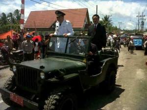 Bupati James Sumendap mengikuti pawai 17 Agustus tahun 2015 di Kecamatan Tombatu