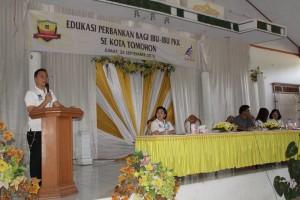 Walikota Tomohon Jimmy F Eman SE Ak membuka Edukasi Perbankan bagi ibu-ibu PKK