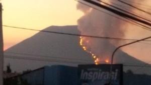 Lereng Gunung Lokon Terbakar