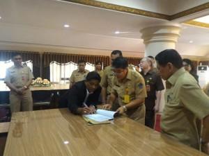 Penjabat Gubernur Sulawesi Utara, DR. Sumarsono, Dra. Tri Rahayu,