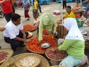 Sumarsono Blusukan di Pasar Bersehati Manado