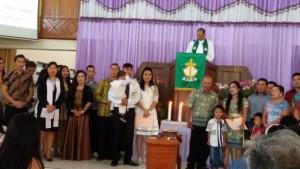 Walikota Tomohn saat menjadi saksi baptisan