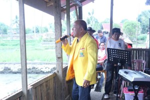 Welly Wenur, Sekretaris DPD Golkar Munas Ancol di Tomohon berorasi di kampanye Jonru-Vop