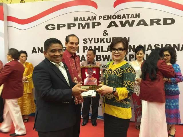 SAS terima penghargaan sebagai tokoh Sulut berprestasi nasional