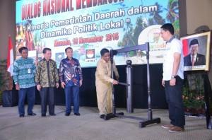 Pj. Gubernur Sulut DR. Sumarsono MDM, ketika membuka dialog nasional kebangsaan yang digagas Ditjen Otda Kemendagri, Pemprov Sulut, dan JIPS