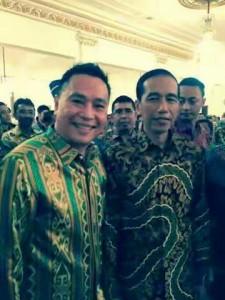 Walikota Jimmy F Eman SE Ak bersama Presiden Jokowi usai penyerahan WTN