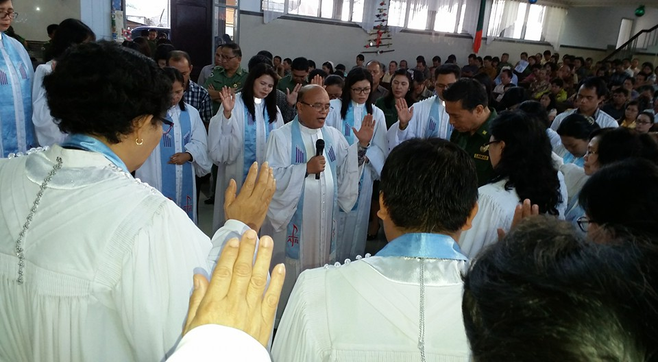 Walikota Tomohon didoakan para pendeta di Ibadah Pranatal Pemerintah Kecamatan dan Kelurahan se-Kota Tomohon