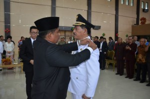Sumarsono Lantik Rotinsulu sebagai Penjabat Bupati Minahasa Utara