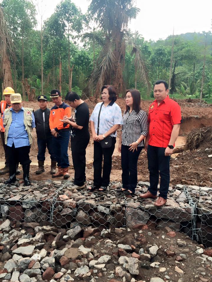 Instansi terkait turutn mendampingi Penjabat Walikota sata meninjau lokasi semburan