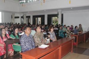 Drs Sanny J Parengkuan MAP menghadiri Ibadah Minggu di GMIM Elim Kolongan
