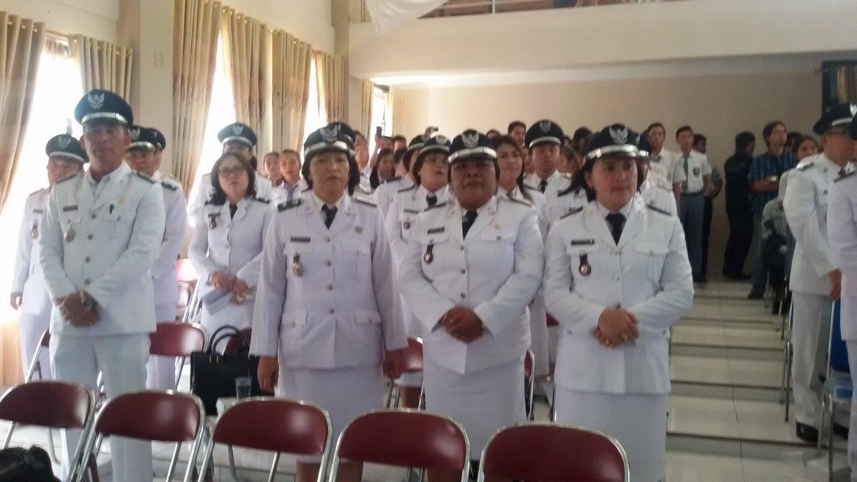 Para lurah se-Kota Tomohon yang menghadiri Rapat Paripurna Istimewa DPRD dalam rangka HUT ke-13 Kota Tomohon