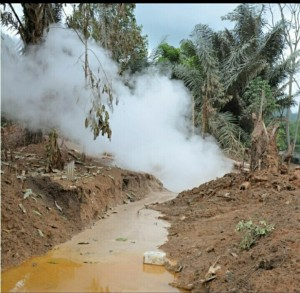 Semburan uap panas di kawasan sumur produksi kluster LHD24 Dusun Tondangow