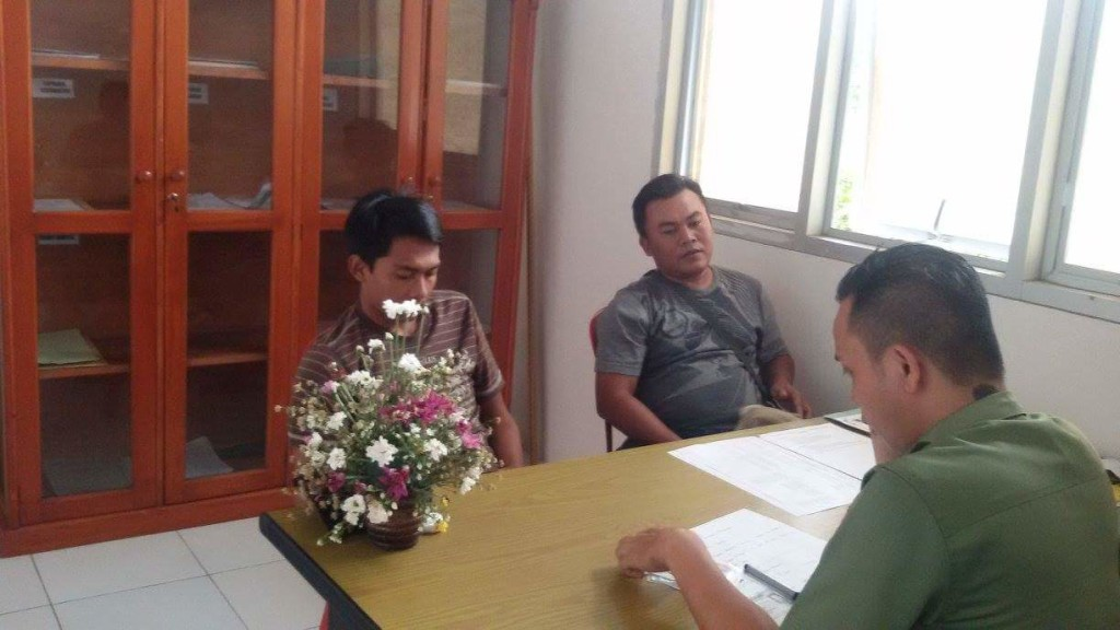 Warga Jawa Timur yang sementara diinterogasi