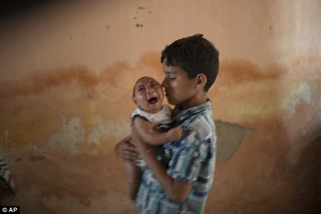 Ribuan Bayi Lahir Dengan Kondisi Kepala Kecil, Diduga Disebabkan Virus Zika yang Disebarkan Nyamuk