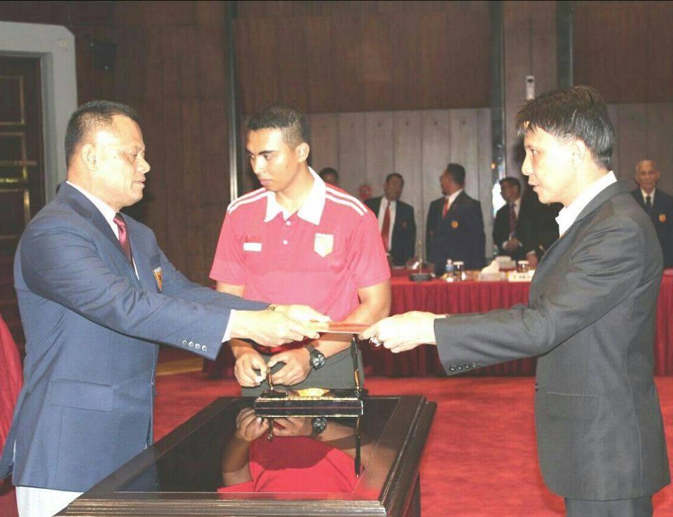 Jemmy Ringkuangan saat dilantik sebagai Ketua FORKI Sulut