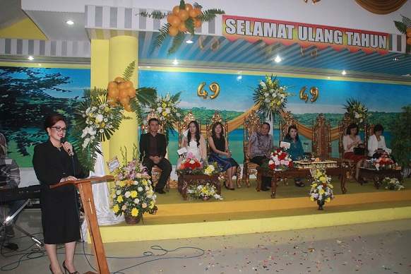 Wakil Walikota Tomohon membawakan sambutan atas nama Pemerintah Kota Tomohon