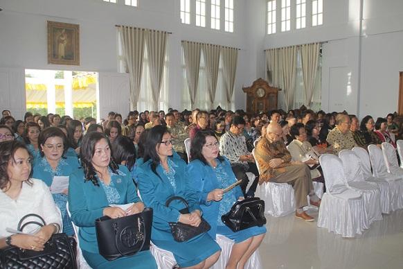 Elemen masyarakat, tokoh masyarakat, tokoh agama dan masyarakat umum yang hadir di HUT ke-49 Walikota Tomohon