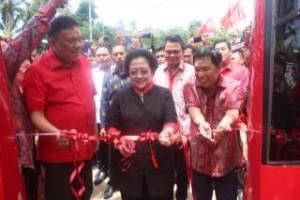 Megawati Soekarno Putri meresmikan rumah sakit keliling Mitra