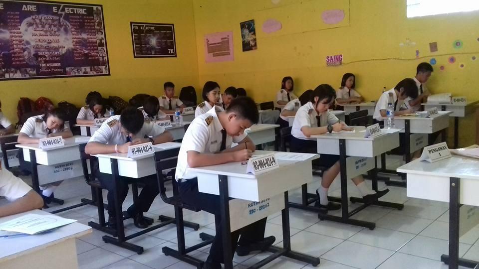 Siswa sementara mengikuti Pra Ujian Nasional di Kota Tomohon