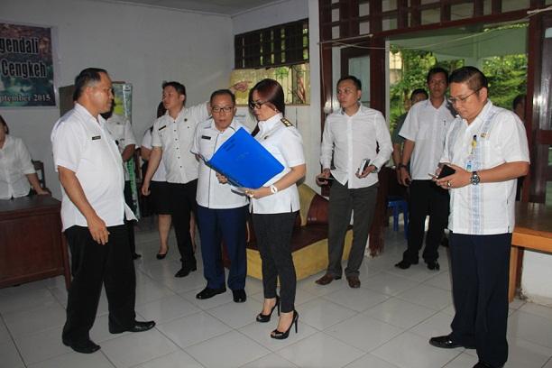 SAS didampingi Sekretaris Kota saat melakukan Sidak di Dishutbun