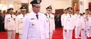 Wagub Steven Kandow saat diambil sumpah pada acara pelantikan yang dipimpin Presiden RI Jokowidodo