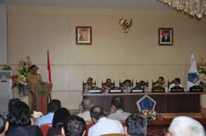 Ketua BPK RI, DR H Harry Azhar Azis MA, ketika melakukan pertemuan dengan jajaran pemerintahan di Sulut