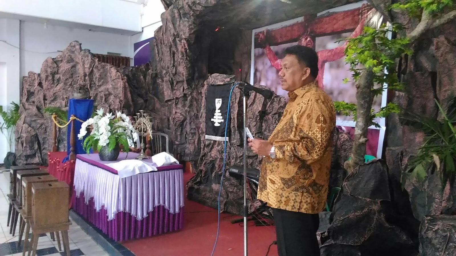 GMIM Maranatha Kuhun, Manado , Olly Dondokambey, Jumat Agung
