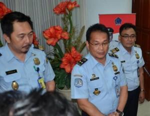 Kepala Kantor Imigrasi Manado, Montano Rengkung, ketika memberikan keterangan kepada wartawan di kantor gubernur Sulut